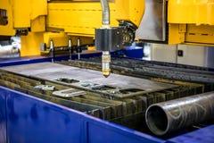 Corte del metal, tecnología industrial moderna del plasma del laser del CNC Foto de archivo libre de regalías