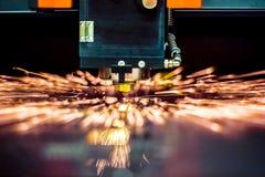 Corte del metal, tecnología industrial moderna del laser del CNC Foto de archivo libre de regalías