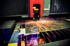 Corte del metal, tecnología industrial moderna del laser del CNC Imágenes de archivo libres de regalías
