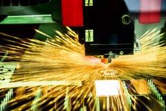 Corte del metal, tecnología industrial moderna del laser del CNC Foto de archivo