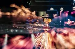 Corte del metal, tecnología industrial moderna del laser del CNC Imagenes de archivo