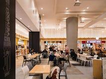 Corte di alimento in Aqua City, un centro commerciale in Odaiba fotografie stock libere da diritti