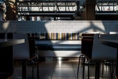 Corte di alimento del self-service della sala da pranzo con luce ed ombra Immagine Stock Libera da Diritti
