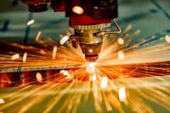 Corte do metal, tecnologia industrial moderna do laser do CNC imagem de stock