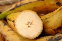 Corte e banana inteira Fotos de Stock