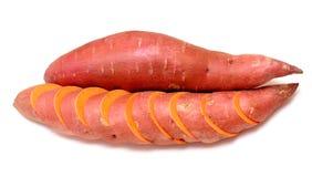 Corte e batatas doces inteiras Fotografia de Stock Royalty Free