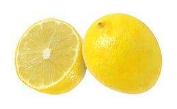 Corte e frutos inteiros do limão isolados com trajeto de grampeamento Foto de Stock Royalty Free