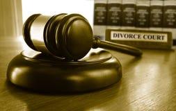 Corte e martelo de divórcio Fotos de Stock Royalty Free