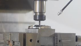 Corte el detalle tridimensional del metal, pulido nano
