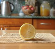 Corte el limón Foto de archivo libre de regalías