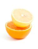 Corte el limón y la naranja Foto de archivo libre de regalías