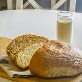 Corte el pan Fotos de archivo