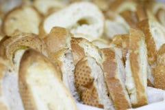 Corte el pan Imagen de archivo libre de regalías