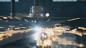 Corte industrial do laser que processa a fabricação vídeos de arquivo