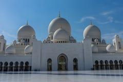 Corte interna en la mezquita magnífica Sheikh Al Zayed en Abu Dhabi Imagen de archivo libre de regalías