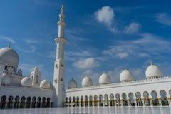 Corte interna en la mezquita magnífica Sheikh Al Zayed en Abu Dhabi Foto de archivo libre de regalías