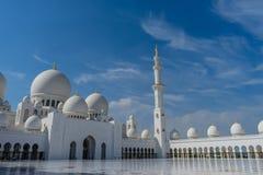Corte interna en la mezquita magnífica Sheikh Al Zayed en Abu Dhabi Imagenes de archivo