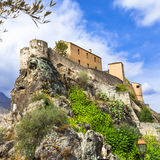 Corte - Korsika, sikt med citadellen royaltyfria bilder