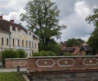 Corte in Kuldiga, Lettonia fotografia stock libera da diritti