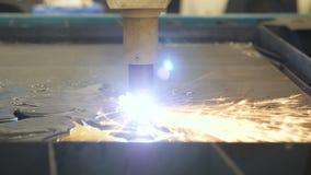 Corte la chapa Automatización del proceso Trabajo automático para la industria siderúrgica Las chispas se cierran para arriba