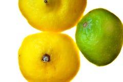 Corte la fruta aislada del limón de la fruta cítrica Imagenes de archivo