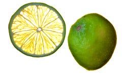 Corte la fruta aislada del limón de la fruta cítrica Fotos de archivo libres de regalías