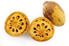 Corte la fruta madura del bael Fotografía de archivo