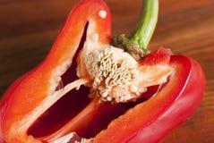 Corte la pimienta roja Granos visibles de la pimienta Fotos de archivo libres de regalías