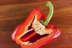 Corte la pimienta roja Granos visibles de la pimienta Foto de archivo