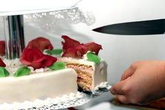 Corte la torta Imagen de archivo libre de regalías