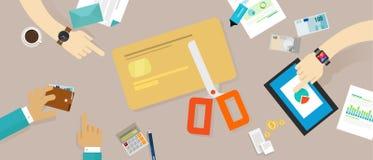 Corte las finanzas personales de la familia de la deuda crediticia de la tarjeta de crédito Imagen de archivo libre de regalías