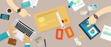 Corte las finanzas personales de la familia de la deuda crediticia de la tarjeta de crédito Foto de archivo