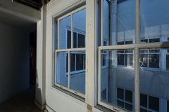 Corte ligera interior de la oficina/del estudio que remodela Foto de archivo