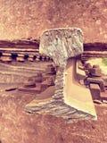Corte los carriles oxidados Acción de los carriles de acero en el viejo ferrocarril cerrado Transporte a la fundición de acero pa Foto de archivo libre de regalías