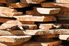 Corte los registros sin procesar de madera de la madera Fotografía de archivo