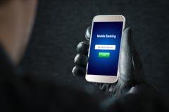 Corte móvil de las actividades bancarias y concepto cibernético de la seguridad fotos de archivo