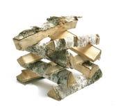 Corte a madeira do fogo de log da vidoeiro-árvore Isolado no branco Fotos de Stock Royalty Free