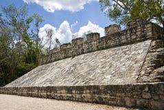 Corte maya antigua de la bola en Coba foto de archivo