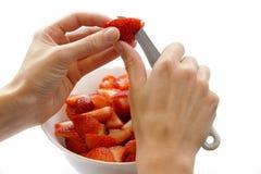 Corte morangos Imagem de Stock