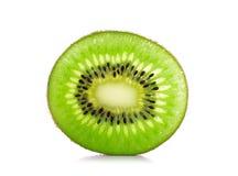 Corte o fruto de quivi isolado em um fundo branco Imagem de Stock Royalty Free