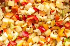 Corte partes das fatias de pimenta de sino doce vermelha, amarela e verde Fotografia de Stock Royalty Free