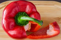 Corte a pimenta doce ao lado da fatia de pimenta doce Imagem de Stock Royalty Free