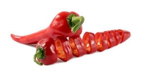 Corte pimentas vermelhas em um fundo branco Fotografia de Stock