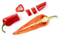 Corte pimentas vermelhas em um fundo branco Imagens de Stock
