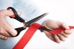 Corte rojo de la cinta para el nuevo proyecto abierto Imagen de archivo libre de regalías