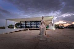 Corte suprema de Brasil - tribunal de Supremo federal - STF na noite - Brasília, Distrito federal, Brasil imagens de stock royalty free