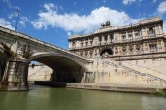 Corte Suprema di Cassazione, fiume di Tiber ad estate Immagine Stock