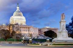 A corte suprema em Washington, C S Construção do Capitólio com andaime reduzido como uma parte de Imagem de Stock