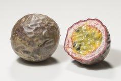 Corte transversal de la fruta de la pasión Imagen de archivo