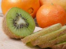 Corte un kiwi Imagen de archivo